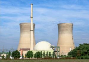 Tod auf Raten. Deutschland legt bis 2022 seine Kernkraftwerke still. Hier das 2015 abgeschaltete KKW Grafenrheinfeld (Foto: Avda, Wikimedia Commons)