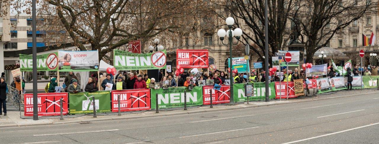 Zum Jubiläumstag Hessens trafen sich am 1. Dezember die Windkraftgegner des Bundeslandes in Wiesbaden